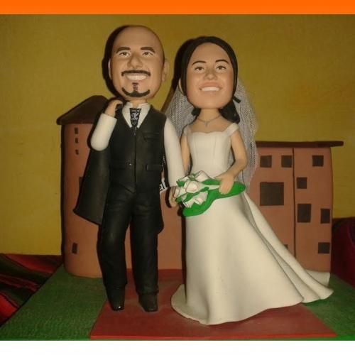 cake topper personalizzata di sposi realizzata in argilla