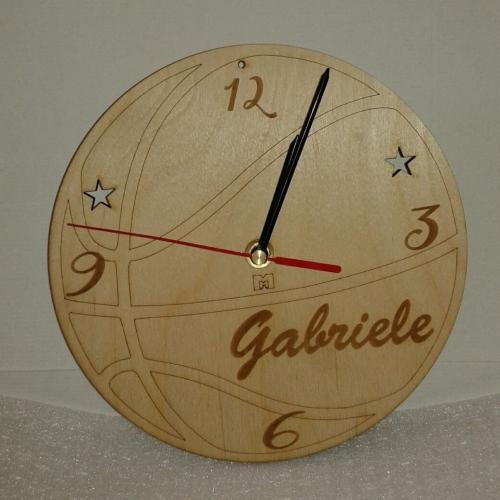 orologio personalizzato con nome in legno a tema basket