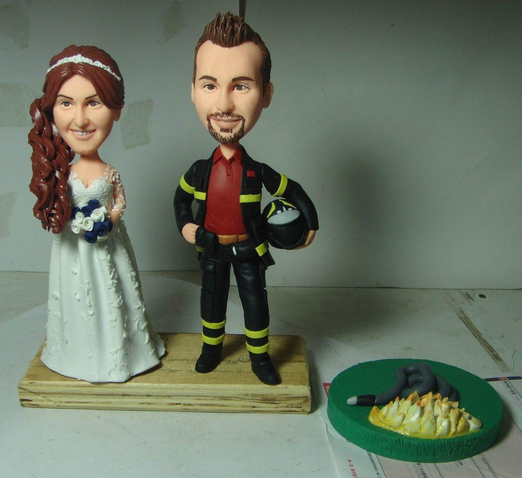 statuine sposi con sposo pompiere
