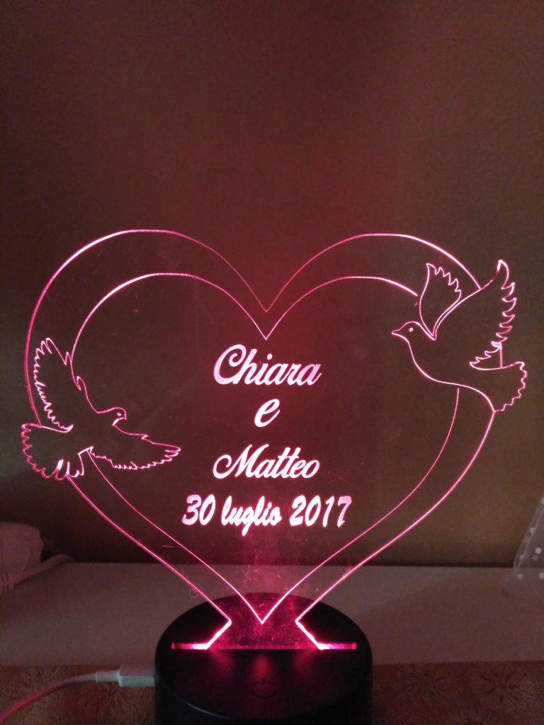 regalo per San Valentino cuore e colombe personalizzato e illuminato