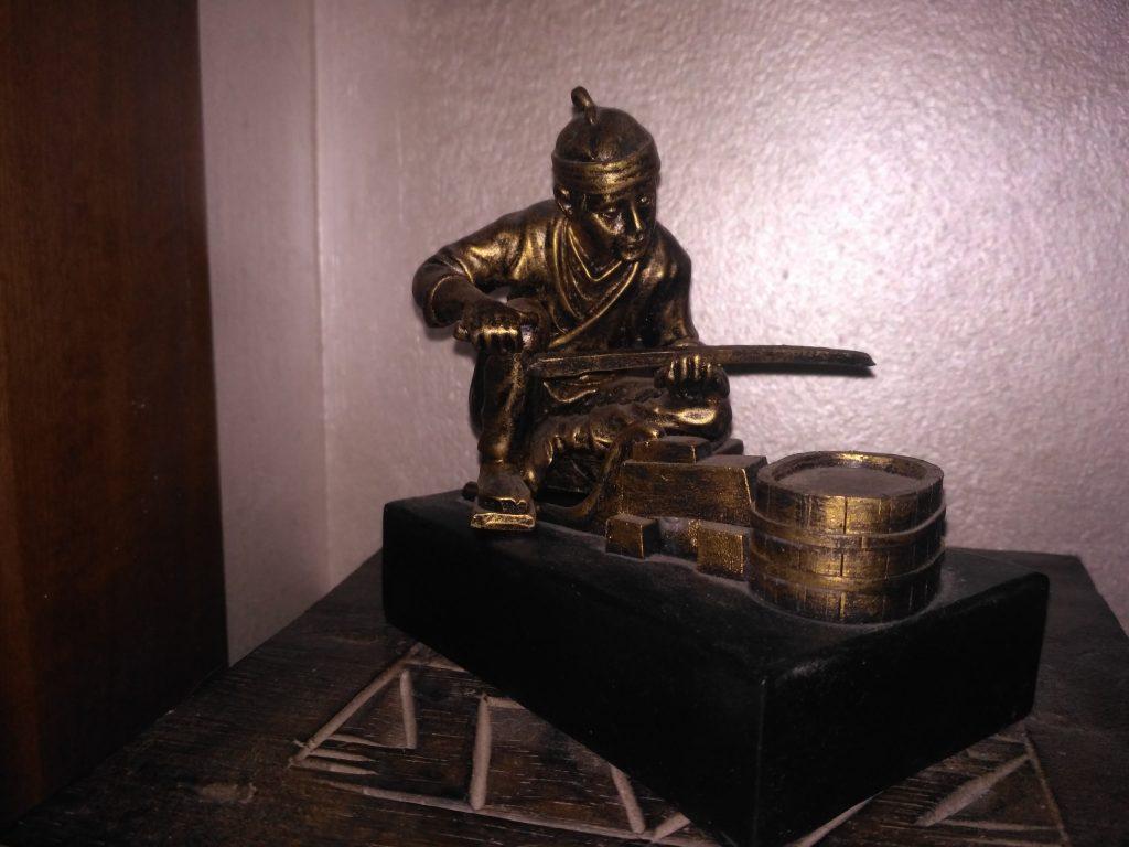 statuina forgiatore di spade gadget personalizzati