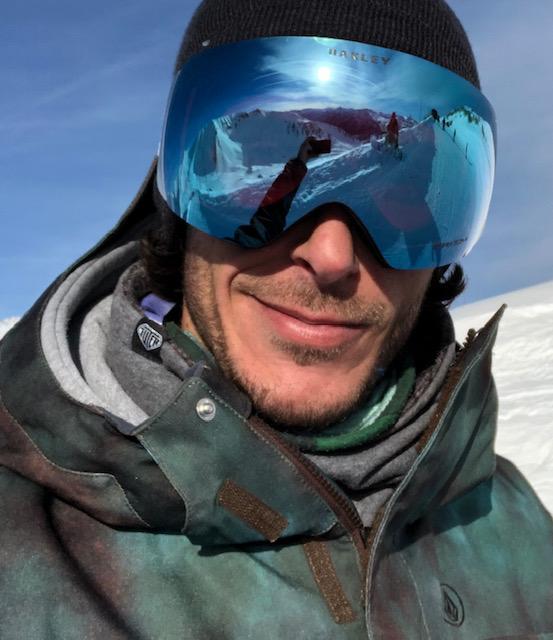 foto primo piano snowboarder