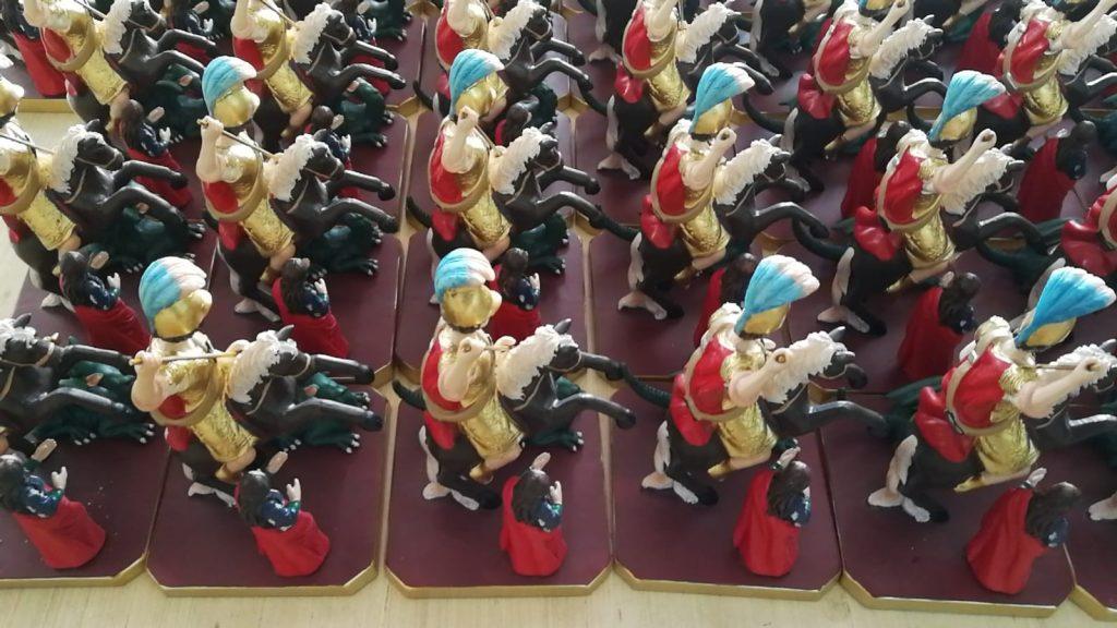 varie statuine sacre di San Giorgio