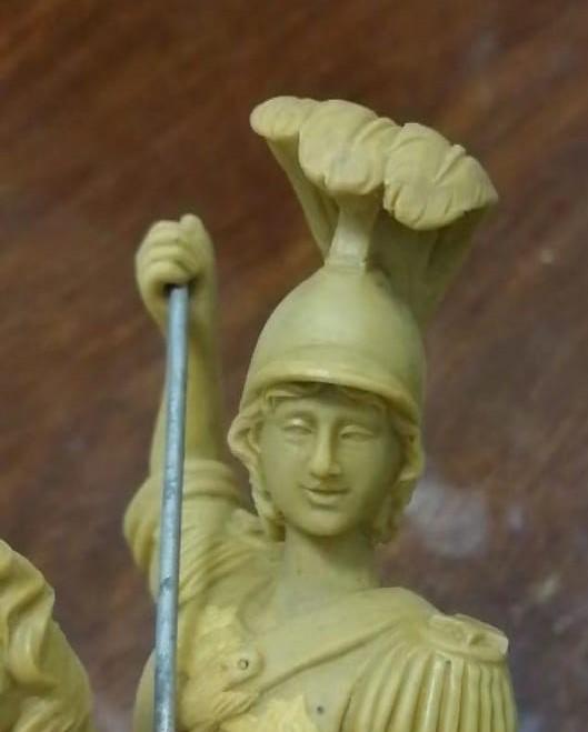 particolare del viso delle statuine sacre