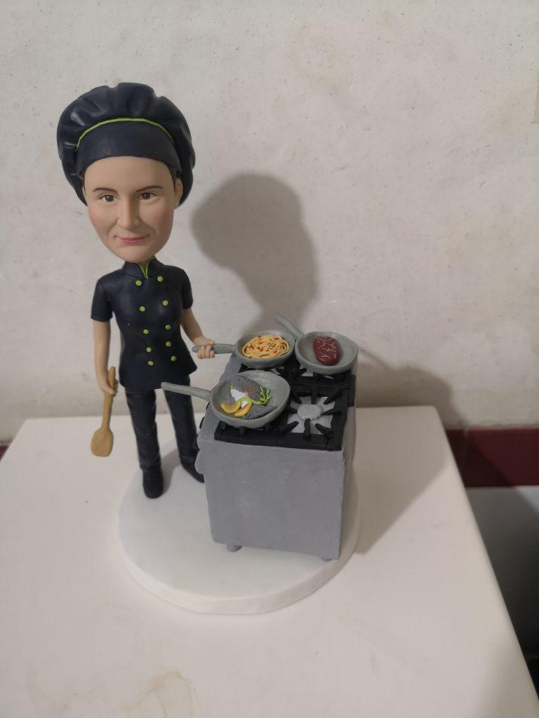 statuine in argilla di una cuoca